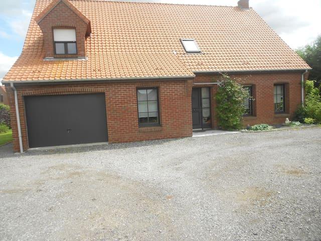 une chambre privée dans une maison - Hazebrouck - Haus