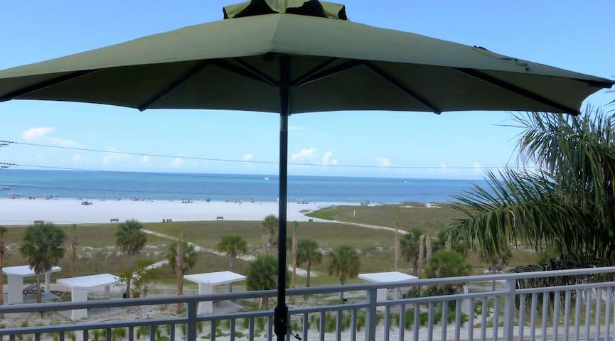 Beachfront Penthouse 2-bedrm condo w/open balcony - Siesta Key - Ortak mülk