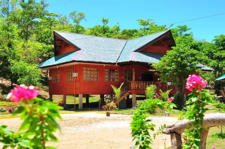 Family Room at Sanctuary Garden - PH - Houten huisje