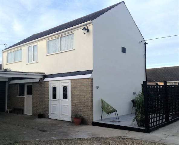 Norton Lodge - close to beach and shops - Sutton on Sea
