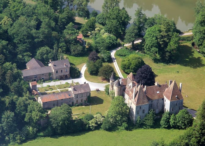 13ha estate with Midieval castle, near Beaune, F - Saint-Martin-de-Commune - Oda + Kahvaltı