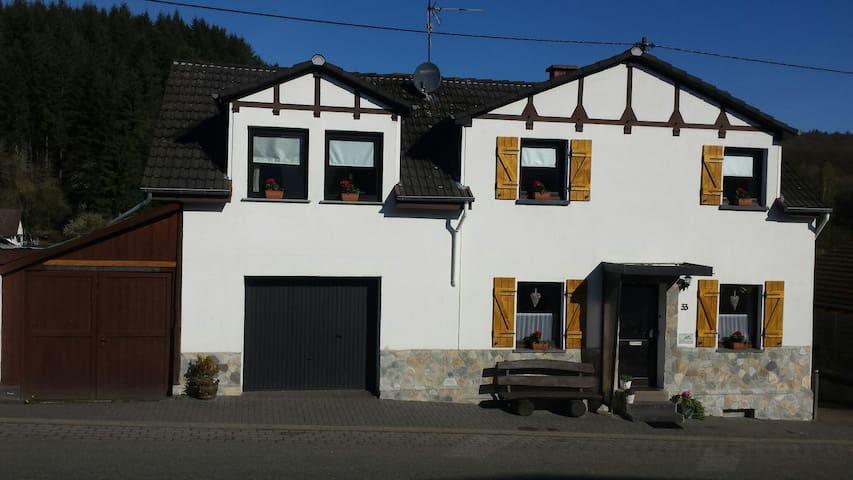 Nice Guesthouse near Nürburgring - Wimbach - Casa