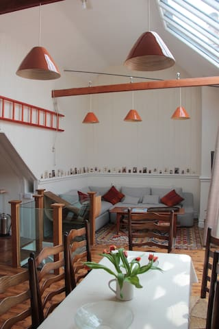 The Penthouse, Petworth, unique in heart of town. - Petworth
