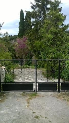 Gîte au calme proche Tricastin - Bourg-Saint-Andéol
