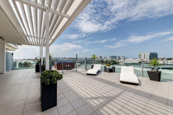 2 bedroom Sub-Penthouse 7th level Oasis - Maroochydore - Apartmen