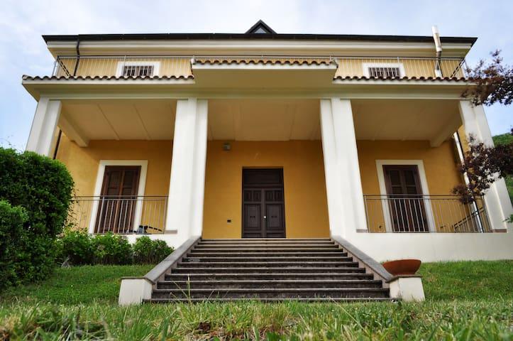 Casalice un posto di pace e serenità - Collemaggiore - 別荘