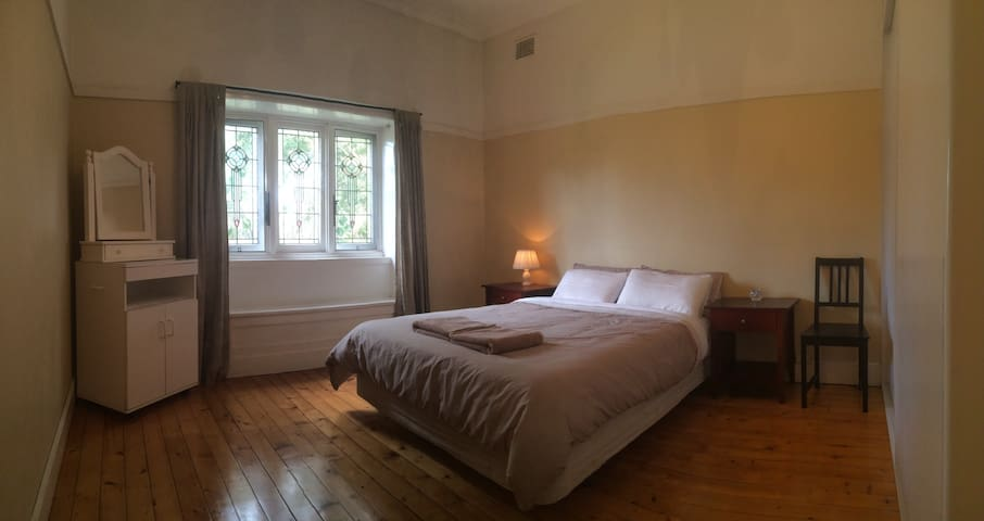 Spacious room + private bathroom - Concord - Huis