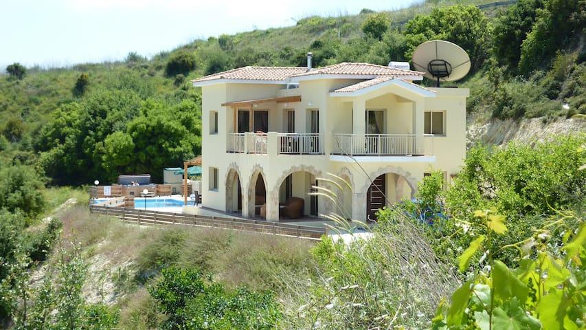 Villa Vouno Thea in Theletra - Paphos
