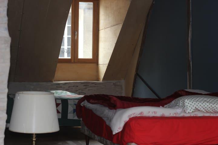 joli appartement coloré - La Charité-sur-Loire - Rekkehus
