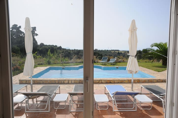 Large villa with pool (mostly) all to yourself - Rethimnon - Apartamento