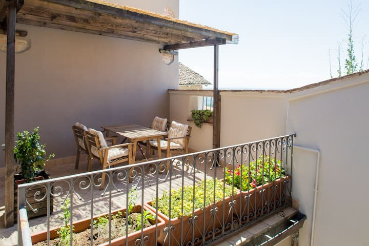 Terrazza Nizza, wonderful terrace on the Langhe - Novello