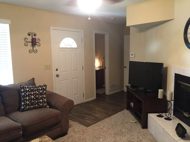 Overland Park Townhome - Overland Park