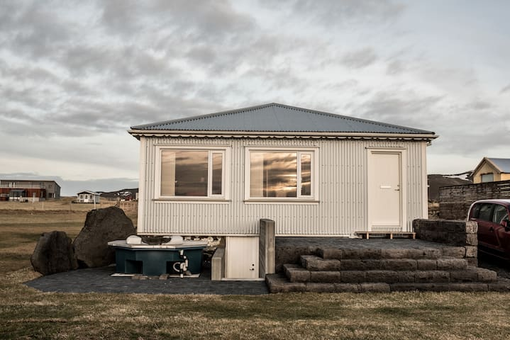 House next the sea in Iceland - Grindavík - Bungalow