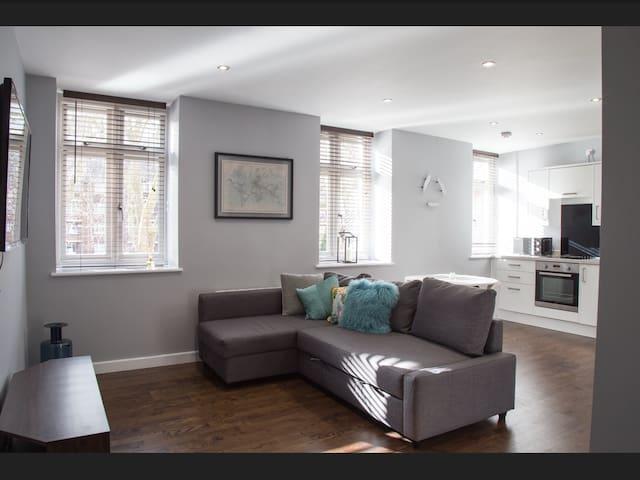 Modern Stylish 2 bed Apartment, perfect location! - Bristol - Leilighet