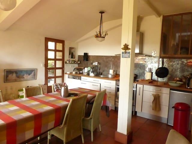 Grande chambre paisible dans maison de caractère - Montaut - Casa
