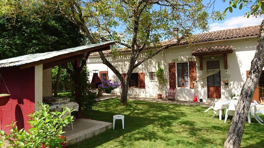 Gîte des Calèches, private garden - heated pool - Miramont-de-Guyenne - Huis