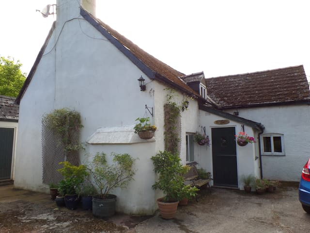 Large double room in country cottage - Rockfield - Maison