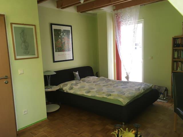 Schönes Gästezimmer mit einem Bad  - Altdorf - Hus