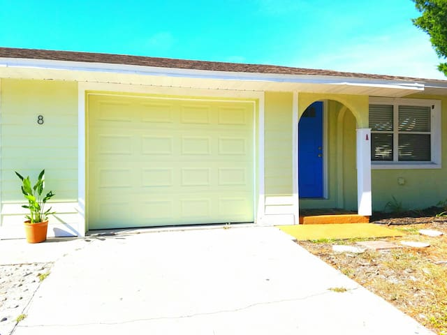 St. Augustine Beach - friendly neighborhood duplex! - セントオーガスティン - 一軒家