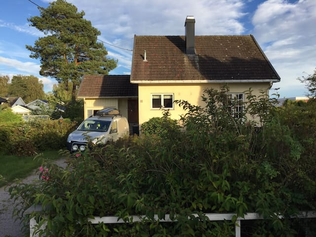 Koselig enebolig med svær hage - Horten - Casa