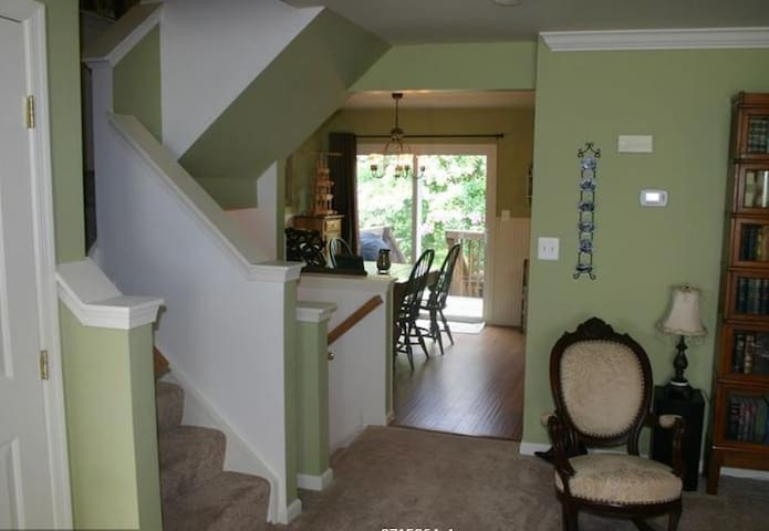 Charming Home Away From Home - Manassas