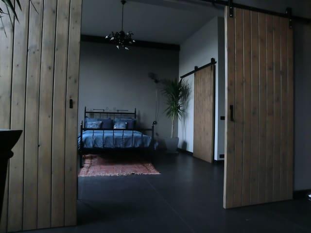 Bed- and bathroom in former bath-tub factory loft - Ulft - Loft