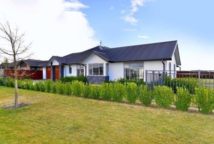Relax in luxury - West Melton - Casa