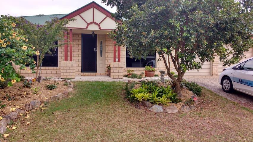 Cosy Park and Lakeside Retreat - Narangba - Bed & Breakfast