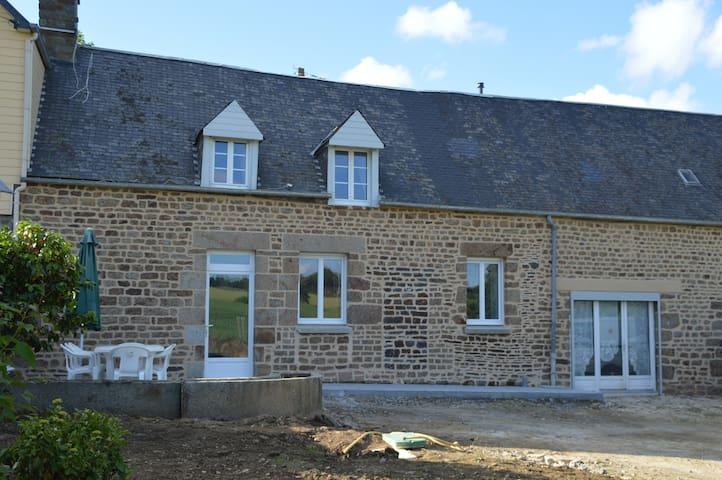 Chambre à La Pinsonnière - Lapenty - Maison