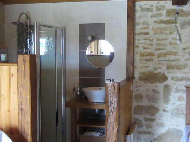 chambres d'hôtes à la ferme - La Réorthe - Bed & Breakfast