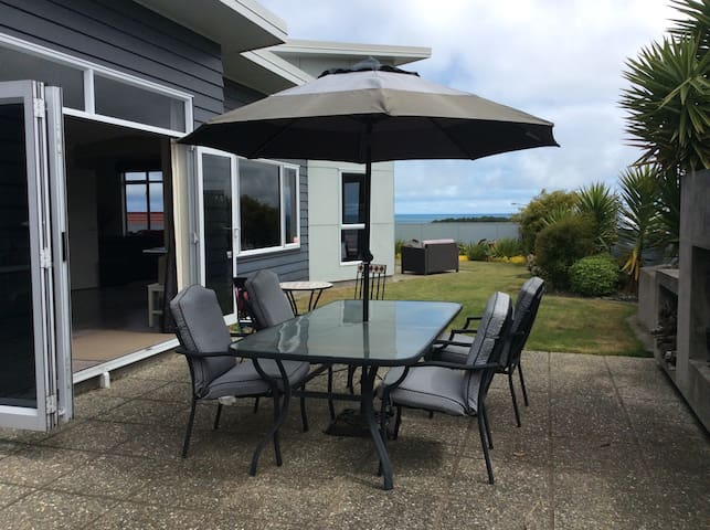 Relax and enjoy the views - New Plymouth - Bed & Breakfast