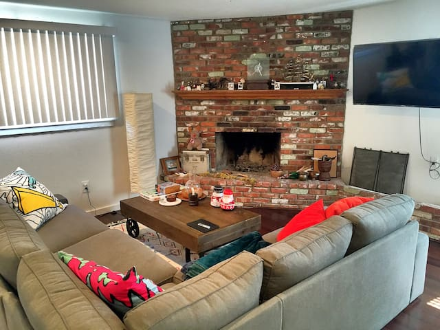 Newly Remodeled Cozy Room at Quite Neighborhood - Pomona