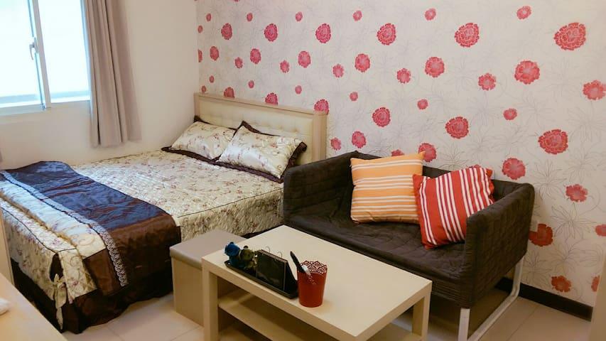 桃園火車站旁10分鐘溫馨雙人床小套房附第四台Wi-Fi 洗衣機衛浴全配 - Taoyuan City - Квартира