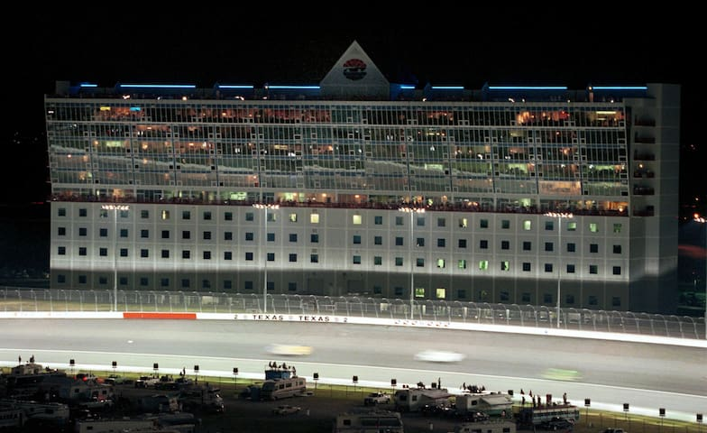 8 Passes to Lone Star Tower @ Texas Motor Speedway - Fort Worth - Appartement
