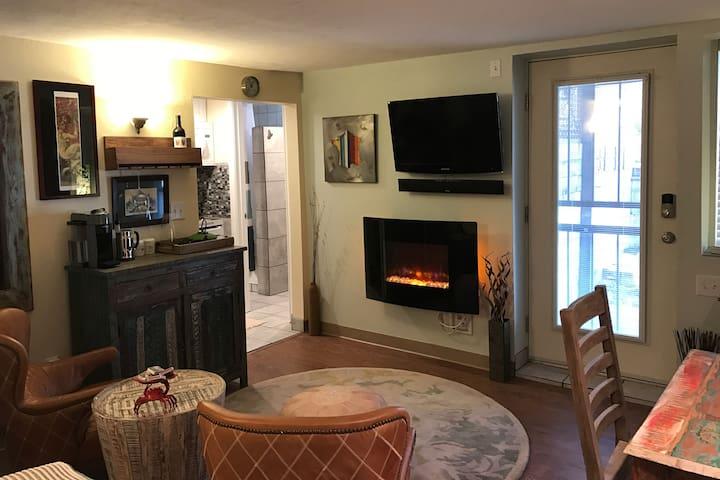 Private Studio with Mini Kitchen and Sauna - Denver