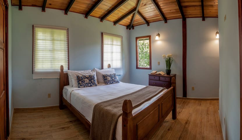 Downtown wood cottage with Netflix & breakfast - Bajo Boquete - Rumah