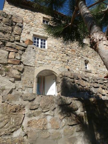 maison atypique Ardéchoise , pleine de charme - Juvinas - Huis