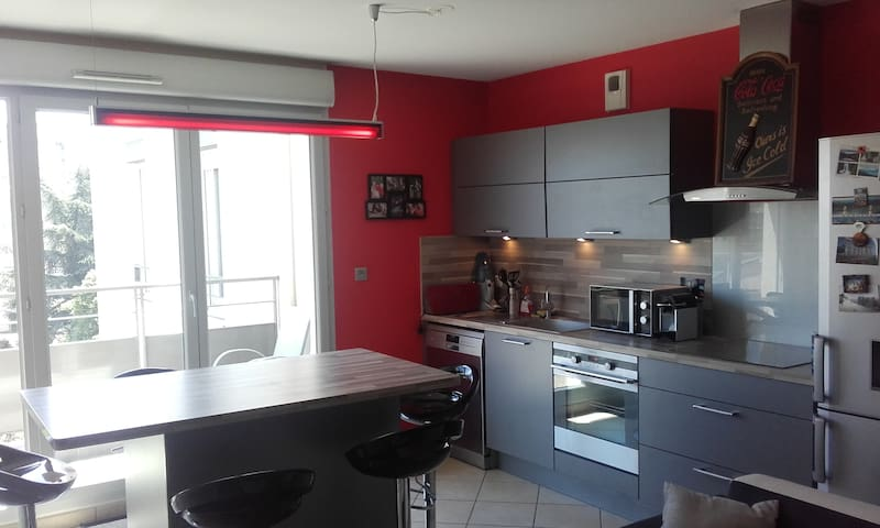 Bel appartement-Beautiful apartment-residence 2010 - Saint-Priest - Appartement