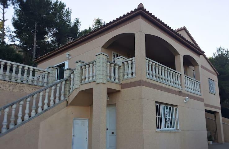 Preciosa casa con piscina en entorno ideal! - Costa-Cunit - Villa
