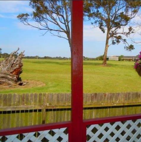 Rural Retreat on Jensen (Zoe's Place) - Wadalba - Casa