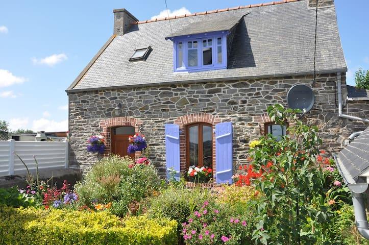 Maison en pierre typique Bretonne - Minihy-Tréguier