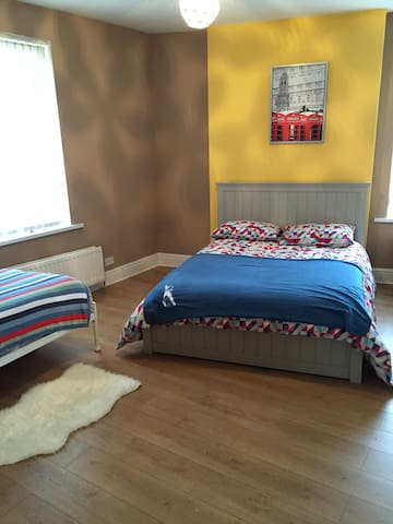 SHIQUE LARGE APARTMENT CLOSE TO CITY CENTRE - Newcastle upon Tyne - Appartement