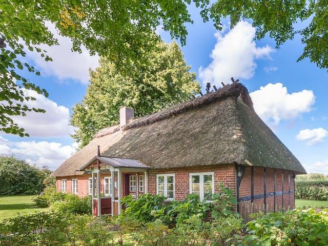 Charmante Reetdachkate mit Ostseeblick - Quern - Hus