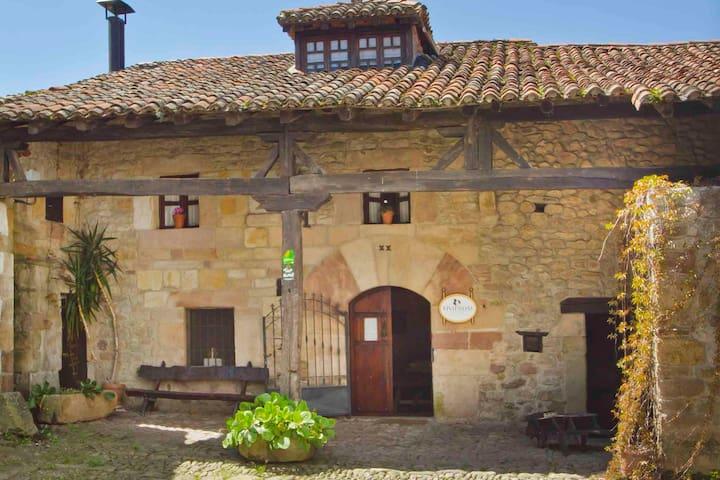 Casa completa Valle de Iguña, centro de Cantabria. - Arenas de Iguña - Huis