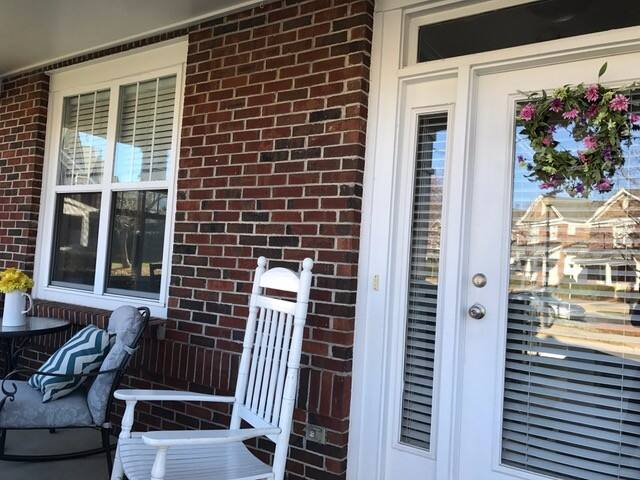 Adorable townhome in waterfront community. - Cornelius