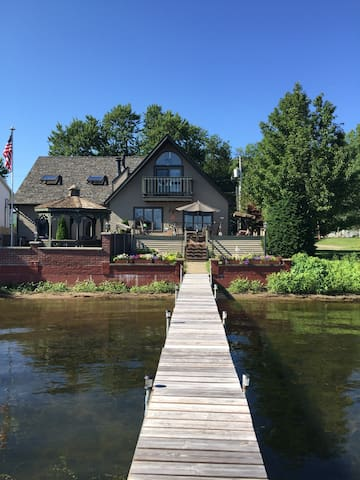 """""""We Have It All"""" Waterfront Saratoga  Townhome - Saratoga Springs - Adosado"""
