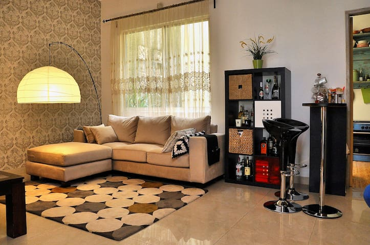 Deluxe room in a quiet area - Tangerang - Huis