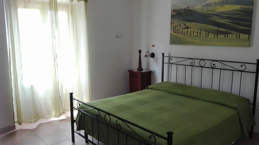 Bilocale con balcone vicino alle Terme(4Km) - Poggio Murella - Departamento