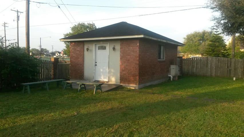 Comfy Cottage for 2 - Los Fresnos