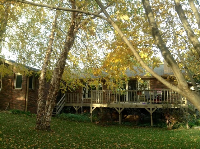 Large Suite with Private Bath & Kitchenette - Lincoln - Huis